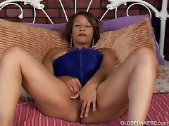 Beautiful black MILF has a fat juicy pussy