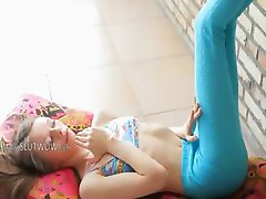 Superskinny doll pornstar stripping