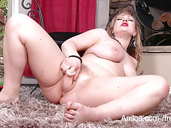 Suck her hairy cunt while she squirts