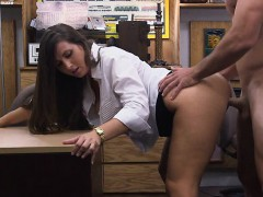 Big butt amateur brunette babe pawns her twat and banged