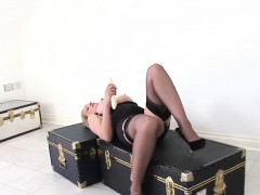 Cheating british mature lady sonia displays her heavy natura