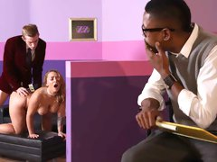 Sporty model with big boobs Liza Del Sierra is trying something extremely big