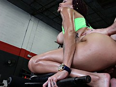Black beauty gets pounded by her gym instructor