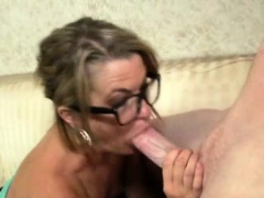 Spex cougar mom loves sucking dick