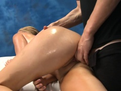 Teen honey gives up the pink to her massage therapist