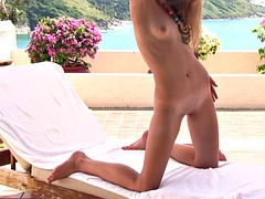 Gorgeous blonde with amazing pussy