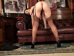 Intense pussy and clit rubbing for horny brunette milf